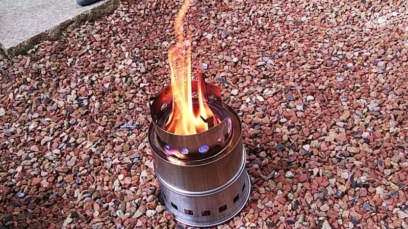 2次燃焼を楽しむ~小さいストーブから大きい炎がみれるウッドストーブ
